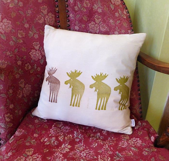 Moose cushion 1